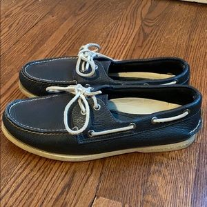 Sperry top-sider navy boat shoes.